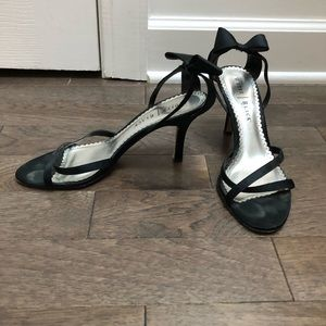 Beautiful black heels with bow at ankle! Gorgeous